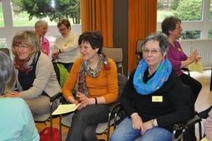 Teilnehmerinnen im Austausch über ihre Jetzt-Zeit - Lebens-Zeit
