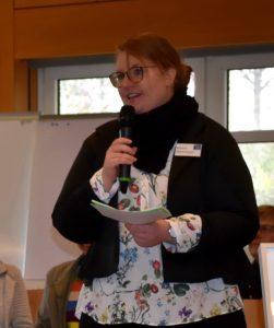 auf dem Foto: Marina Hilzendegen, kfd-Diözesanleiterin, begrüßte die 120 Teilnehmerinnen