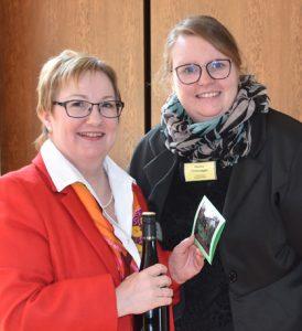 (Lucia Lagoda, vom kfd Bundesvorstand (links) und Marina Hilzendegen, Diözesanleiterin kfd-DV-Speyer